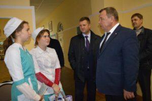 Заместитель губернатора Владимир Оборотов и директор департамента здравоохранения Андрей Бардуков побывали в Новозыбковском медицинском колледже